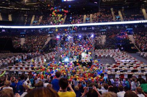Furioses Geburtstags-Finale: Es regnet Konfetti und Luftballons!!!