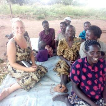 Wibke und Frauen in Uganda - Bild 1